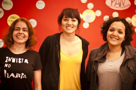 Lenissa Lenza, Carol Tokuyo e Marielle Ramires, agentes da Casa Fora do Eixo São Paulo, estão em Fortaleza para debater a produção cultural independente.
