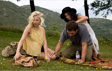 I'd like a picnic with Scarlett Johansson and Penélope Cruz... *-*