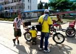 "Viajando de ""bici-taxi"" em Contramaestre, Cuba. (clique sobre a foto para ampliá-la)"