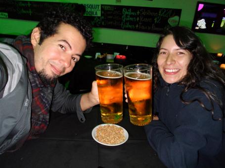 Apesar do inverno gelado de Buenos Aires, celebramos nossa amizade com muita cerveja!