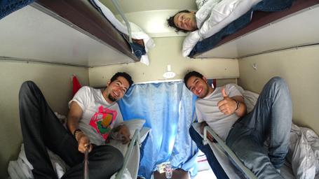 No trem, a gente viaja dormindo ou dorme viajando?